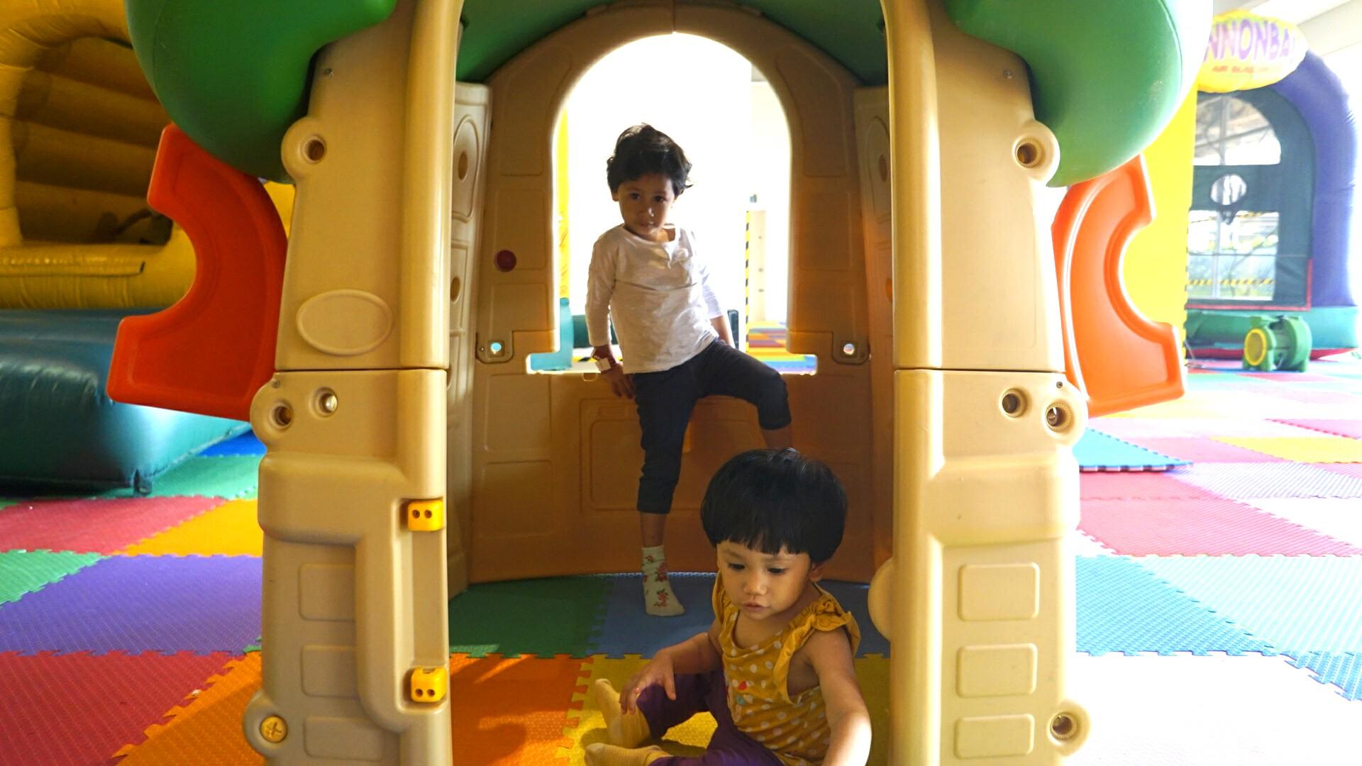 Amira (baby) and Sara